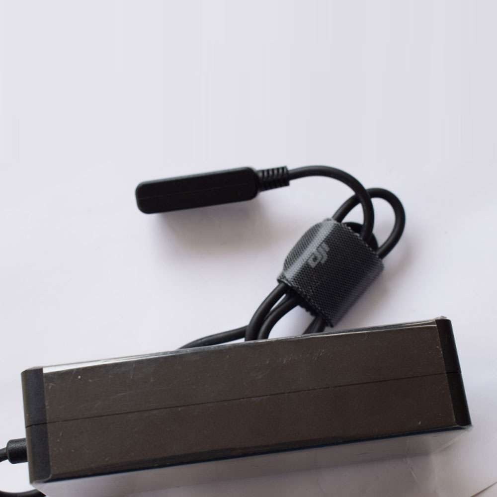 DJI F1C50 Ladegeräte und Kabel